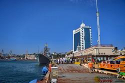 В Одессе прошел морской парад на день ВМС: местных журналистов не пустили (ФОТО, ВИДЕО)