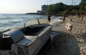 Рядом с затонувшим в Одессе танкером нашли лодку