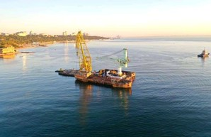 Танкер Delfi с одесского пляжа пошел в Черноморск