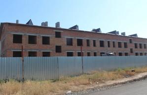 Конец эпохи бедности: вместо детсада в селе на Одещине вырос бурьян