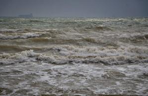 Шторм на море в Одессе (ВИДЕО)