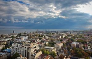 В первый день октября над Одессой разыгралась непогода (ВИДЕО)
