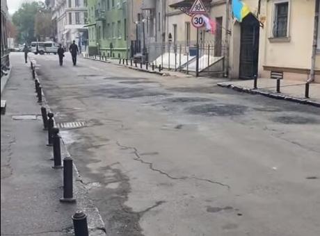 «Главное, чтобы костюмчик сидел»: как в Одессе к приезду Зеленского готовились (ВИДЕО)