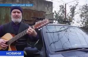 Одесский священнослужитель посвятил песню разбитым дорогам (ВИДЕО)