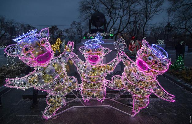 В Одессе новогоднюю елку открывали под «блатняк» (ВИДЕО)