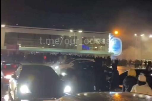 В Одессе гонщики «качались» с полицейскими за право гонять на машинах