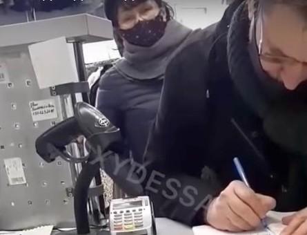 Одесская ватница устроила языковой скандал в магазине (ВИДЕО)